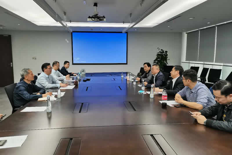 潘友华董事长率队参加第三届进博会并开展调研